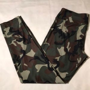VOGO Athletica Camo Active Wear Pants - Size L
